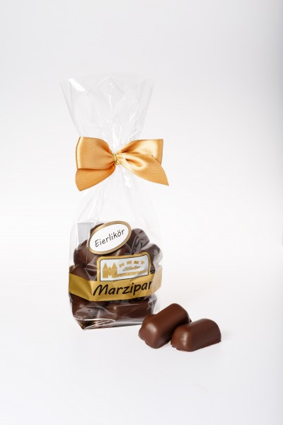 Marzipan-Happen mit Eierlikör in Zartbitterschokolade