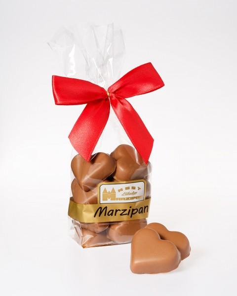 Marzipan-Herzen in Vollmilchschokolade